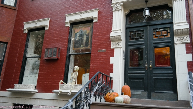 New York_Halloween_Hauseingang